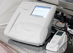 ヘモグロビンA1c・血糖値測定器